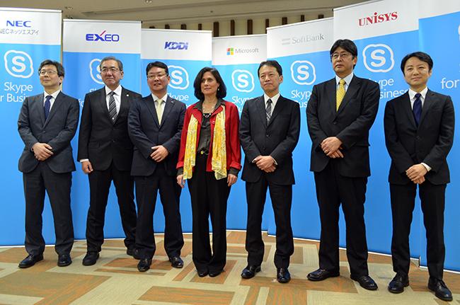ガブリエラ・シュースター・ワールドワイドパートナーグループ コーポレートバイスプレジデント(中央)とパートナー6社の代表
