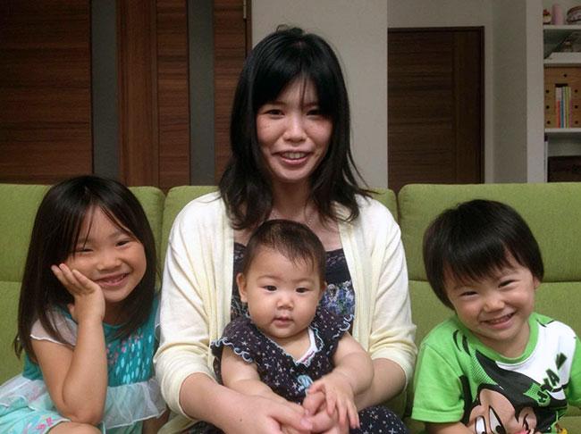 髙野家のお子さんたち。左から長女の華音(かのん)ちゃん(5歳)、次女の華鈴(かりん)ちゃん(7か月)、長男の奏多(かなた)くん(2歳)