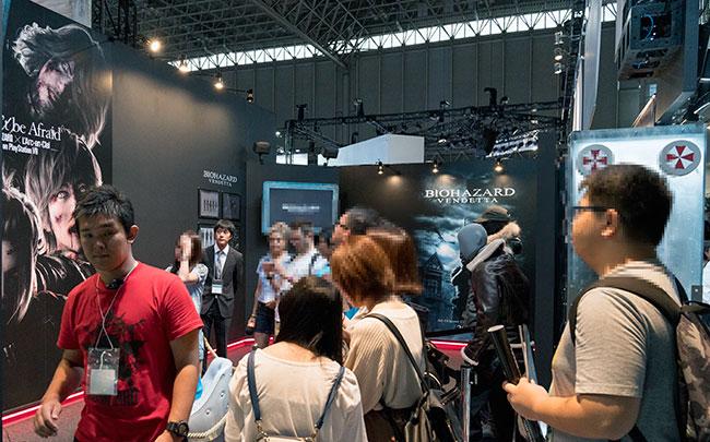 ブースでは映画などのバイオハザード関連の展示も行われた