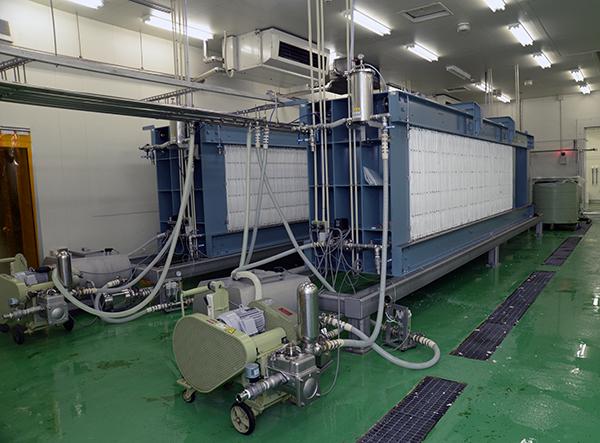 「薮田式圧搾機」と呼ばれる搾り機。日本酒業界では多く使われている機械だという。