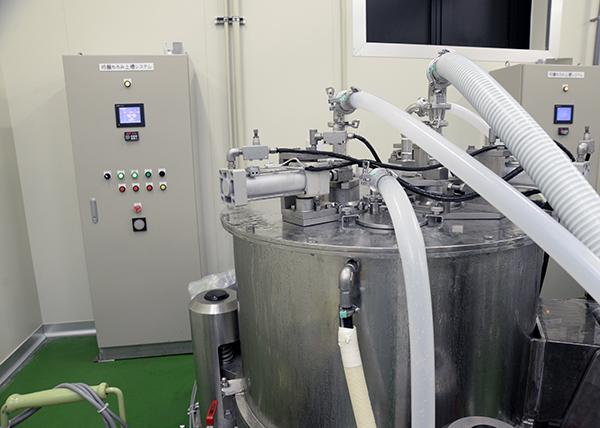 酒の味に影響を与えることなく搾ることができる遠心分離機。商業ベースで導入したのは、旭酒造が初めてだという。