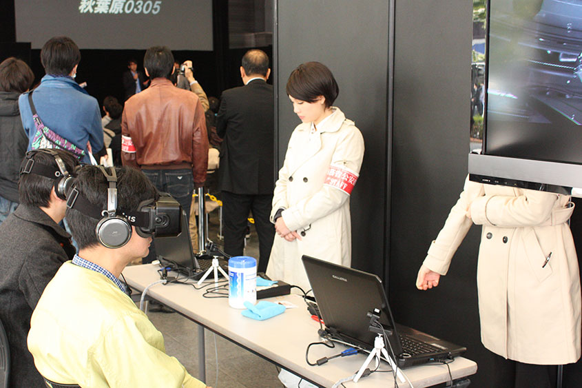 VR体験コーナーは長蛇の列