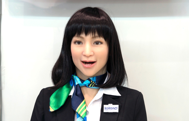 一見すると人間の女性と見間違うほど精巧に作られているロボット