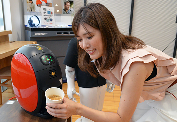 その後、好みのコーヒーを抽出して提供する